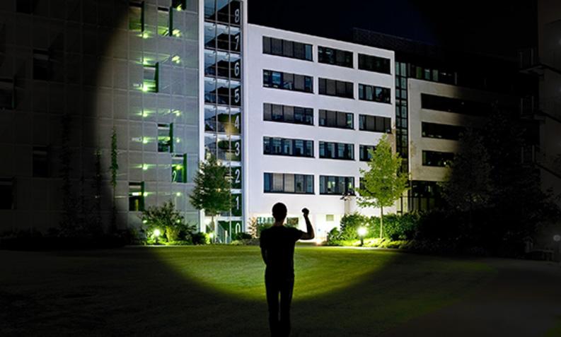 G700-flashlight-in-the-night